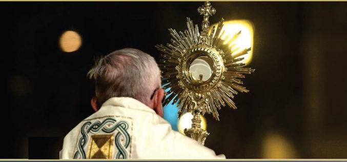 Евхаристиско обожавање со папата Фрањо и благослов на Градот и светот